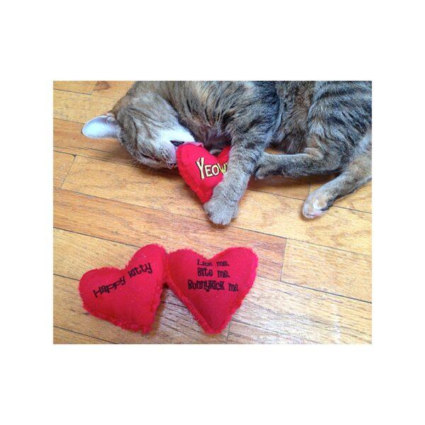 Yeowwww! Heart Attack trappelkussentje met super kattenkruid catnip - kattenspeeltje
