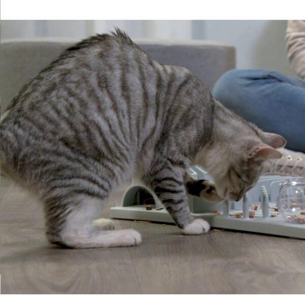 Trixie Cat Activity Fun Board XXL kat puzzelt 3